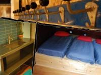 Le gîte du Paradoxe Perdu, dortoir et salle de bains à l'étage